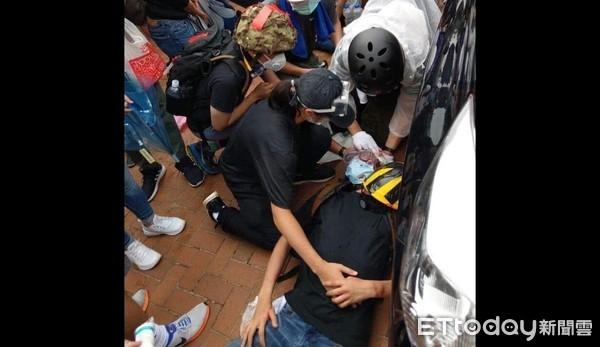 影/香港「頭部中彈」者是電台司機 滿臉鮮血昏倒!已送醫急救