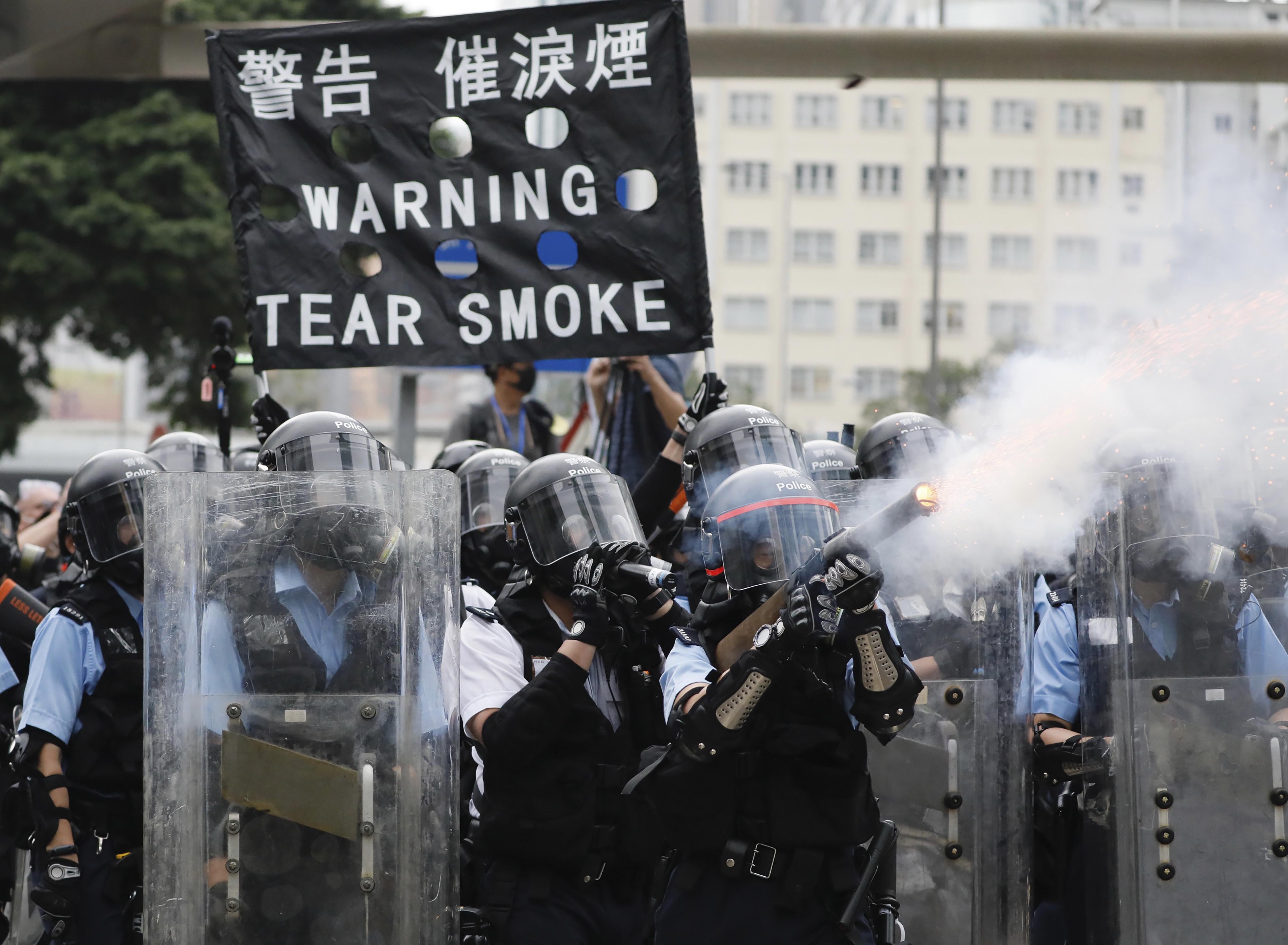 ▲▼香港反送中示威,警方已催淚瓦斯等武器驅離群眾。(圖/達志影像/美聯社)