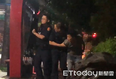 快訊/驚傳紅外線瞄路人!員警受傷被救出影片曝光
