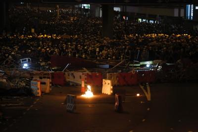香港示威增至72傷 警以暴動形容