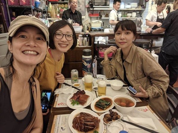 Janet香港玩樂「狂發美食照」:繼續吃! 網友失望湧臉書開罵