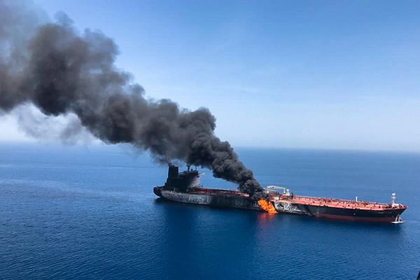 ▲▼阿曼灣油輪遭襲擊事件。(圖/路透)