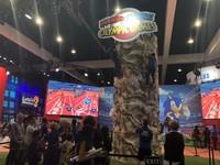 老任94狂 玩家逛展不夠還能在E3當「攀岩大師」