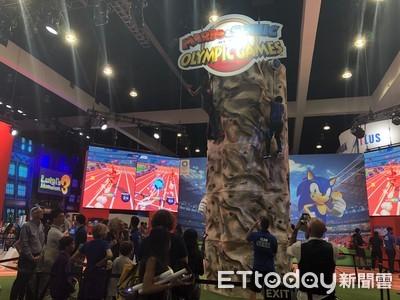 玩家在E3任天堂攤位當攀岩大師