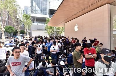直播/蘋果信義A13直營店開幕! 果粉漏夜排隊等朝聖