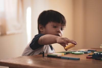 3歲敢打媽媽巴掌! 小孩動手動腳原來是「爸爸總擺死人臉」
