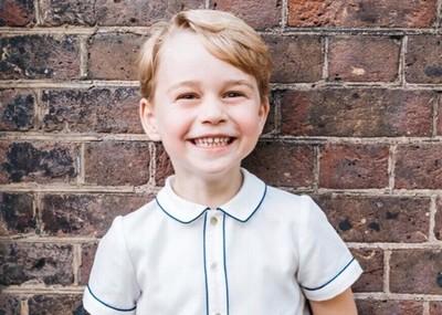 喬治王子幫凱特王妃取貨的日常