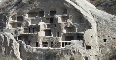 沒有樑柱 北京「古崖居」來歷成謎