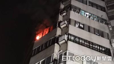 快訊/雙子星大樓火警 警消灌救中