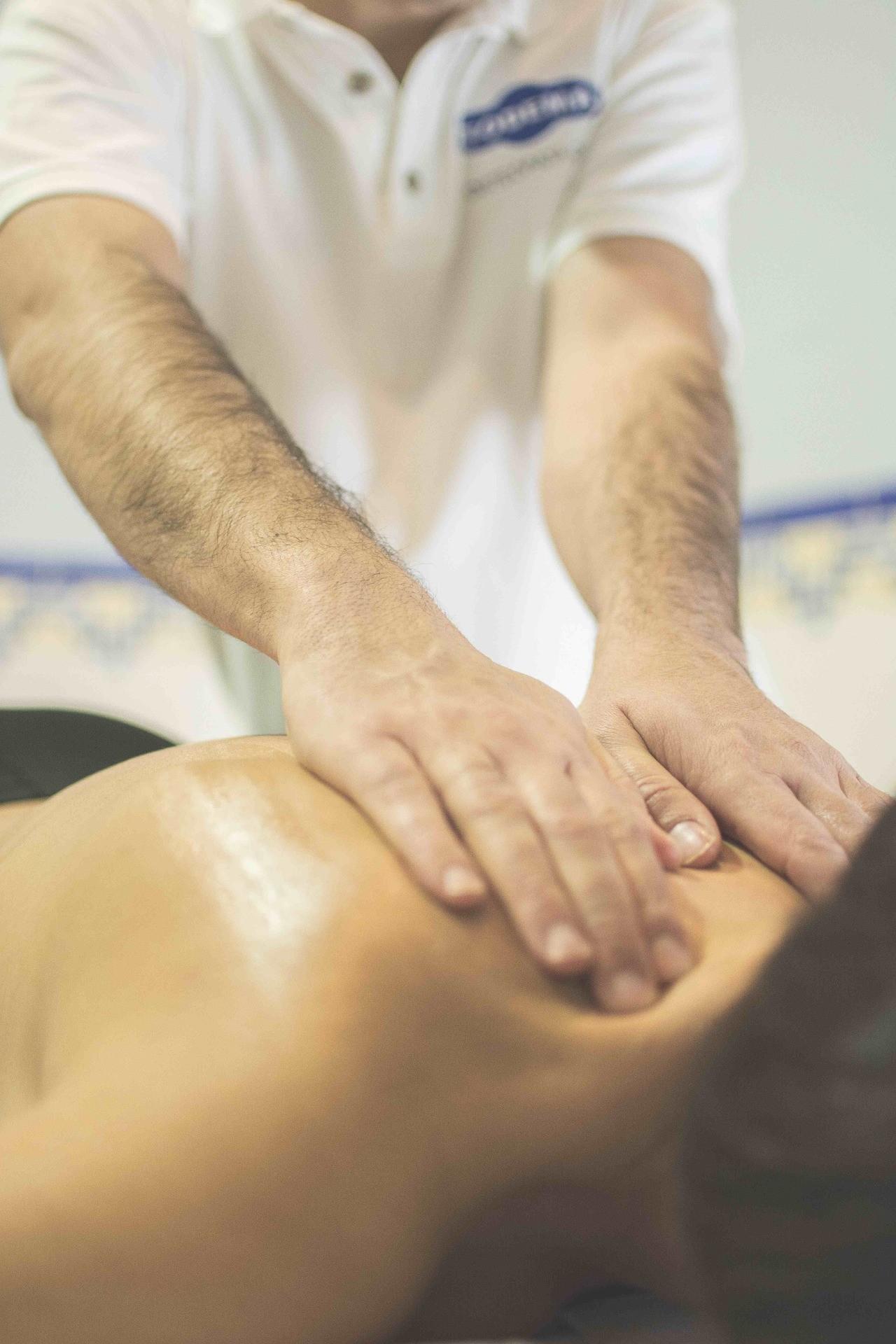 ▲▼物理治療,按摩,復健(圖/取自免費圖庫Pixbay)