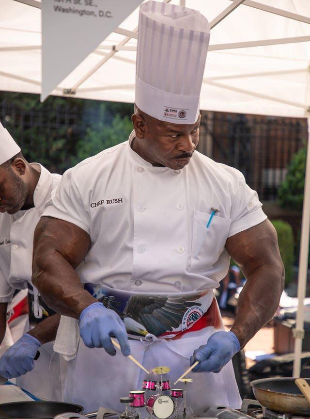 ▲▼超壯廚師。(圖/翻攝自Reddit)