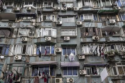 租房窗戶「正對靈骨塔」!房仲帶客看房隨手一指 當場腳軟倒地