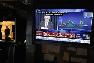 Fed降息投資機會 優先選金融、核心消費類股