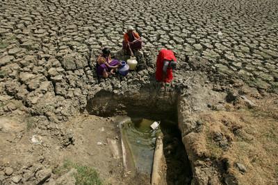 印度4座水庫全見底!居民暴動爭水