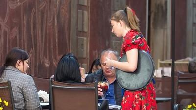 嫌棄女友「在餐飲業上班」!富二代男上節目抱怨:我都不敢跟別人講