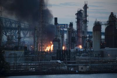 費城煉油廠凌晨大火 5人受傷