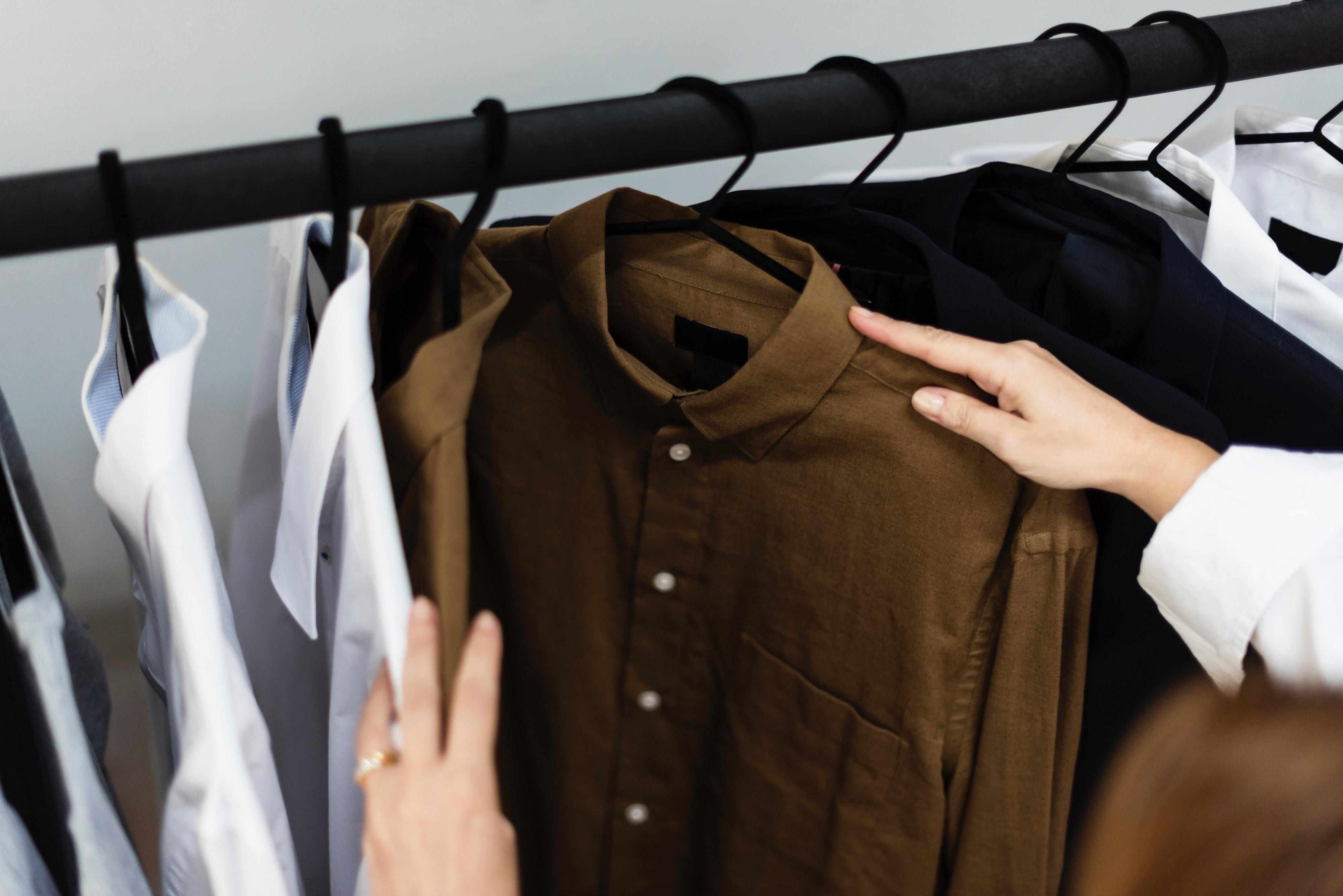 ▲穿搭,挑衣服,整理衣服,買衣服。(圖/取自免費圖庫Pexels)