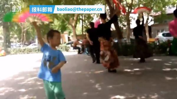 影/濟南3歲娃超愛廣場舞!1年跳壞5把扇子個子都長高了