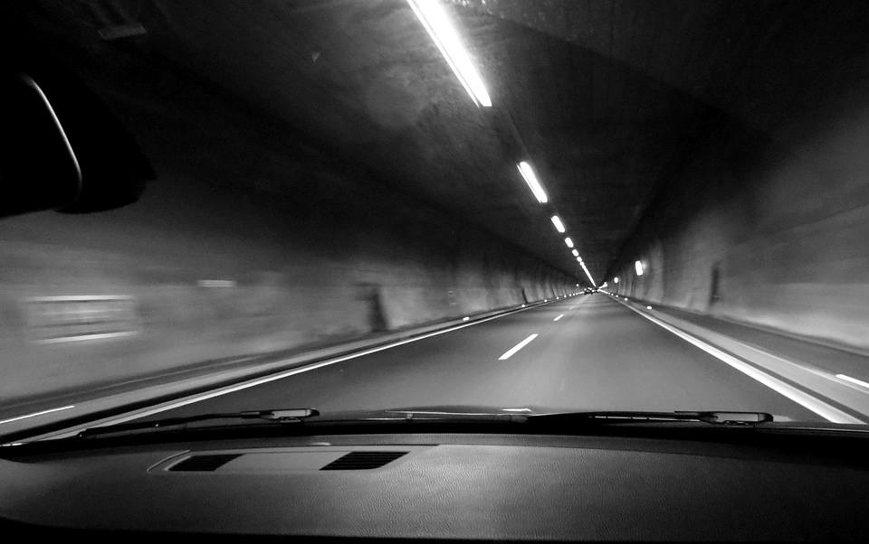 ▲▼暗巷,車。(示意圖/取自免費圖庫Pixabay