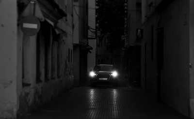 半夜開車音樂聲開最大!轉彎小路「車上多三人」 祂們跑來一起嗨