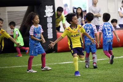迷你足球全國主場  小球員開心踢球