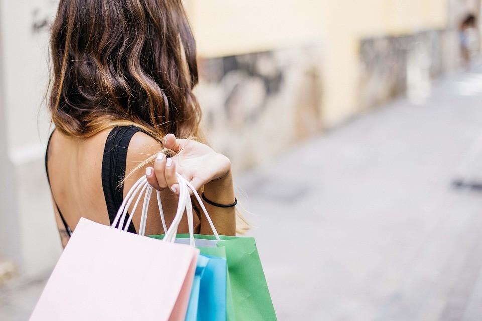 ▲▼ 衣服,購物,衣櫃。(圖/取自免費圖庫Pexels)