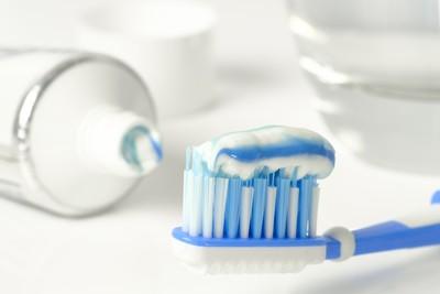 塗牙膏可「消滅」青春痘? 專家:抗菌成份不足以治痘
