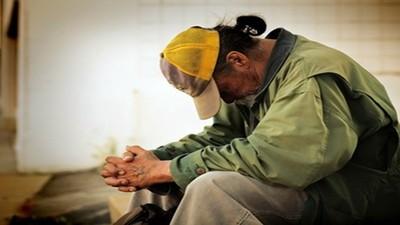 網路充斥「用新台幣幫老人收攤」 教師嘆:台灣人有愛心、太好騙