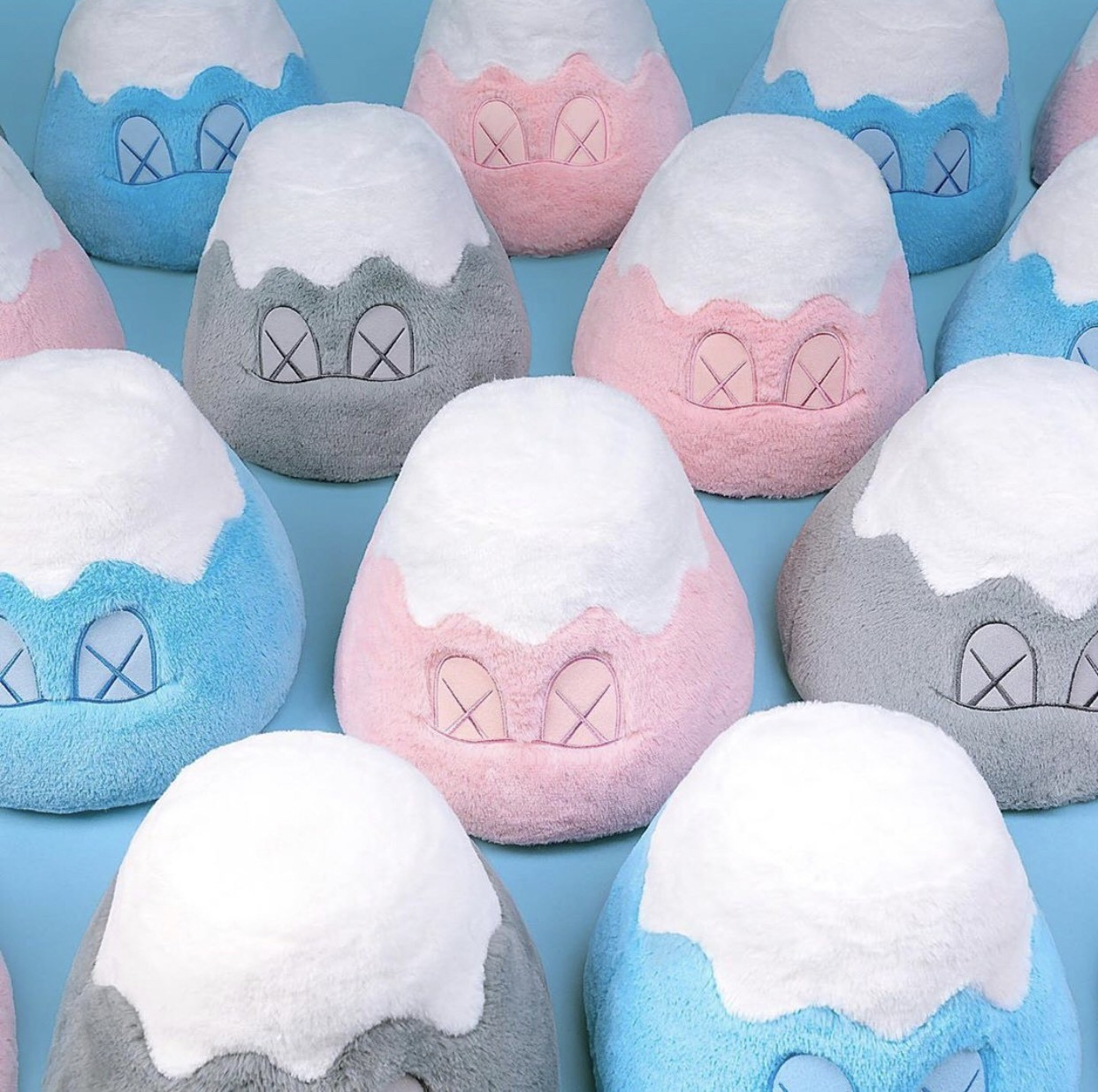 ▲Kaws:Holiday Japan。(圖/翻攝自IG@kaws、DING DONG宅配便、Kaws:Holiday Japan、Uniqlo)