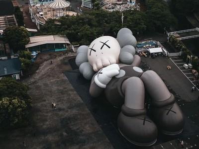 KAWS巨型公仔前進日本「富士山」