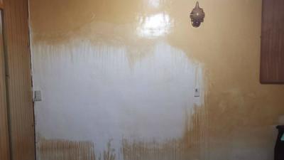牆壁染成焦黃色!三手菸覆蓋屋內各處 清潔師刷回亮白:人已回不來