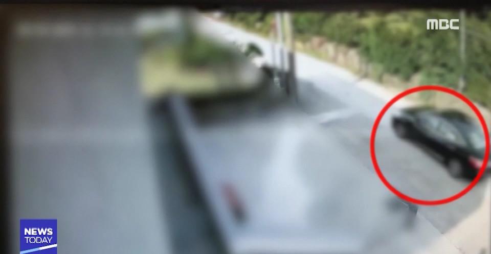 ▲▼高宥貞離開濟州島民宿前的監視器畫面(圖/翻攝自MBC News)