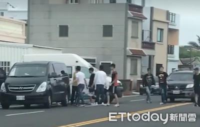 澎湖8遊客被按喇叭 竟砸爛復康巴士