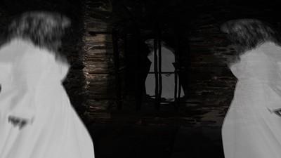 天兵快步打開「鬧鬼勞務櫃」 學長抱頭喊:不要....她又要出來了