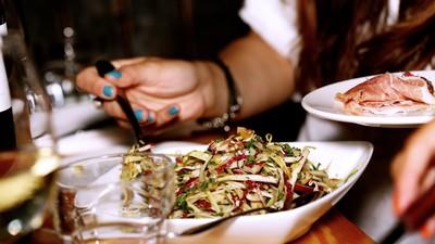 誰說減肥不能「吃到飽」?靠「正念進食」就能瘦!把握第一口美妙