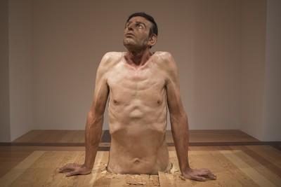 超寫實人體雕塑展 巡迴世界來台