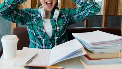 考上大學後是期中期末! 大學生「歐趴迷信調查」:不剪頭髮指甲