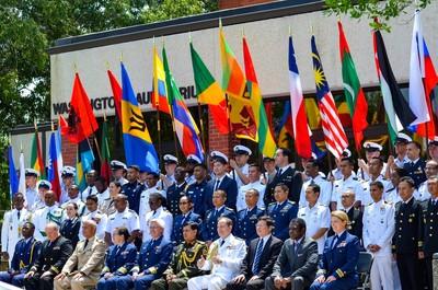 台灣男孩赴美海巡隊受訓 與28國飛揚國旗
