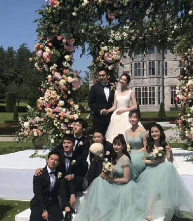▲▼宋茜伴娘、唐藝昕婚禮。(圖/翻攝自微博)
