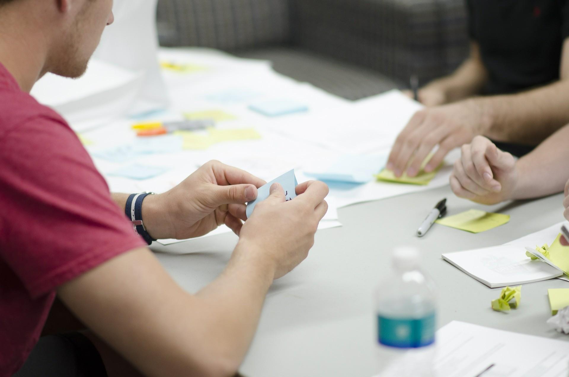 ▲會議,開會,書面資料。(圖/取自免費圖庫Pixabay)