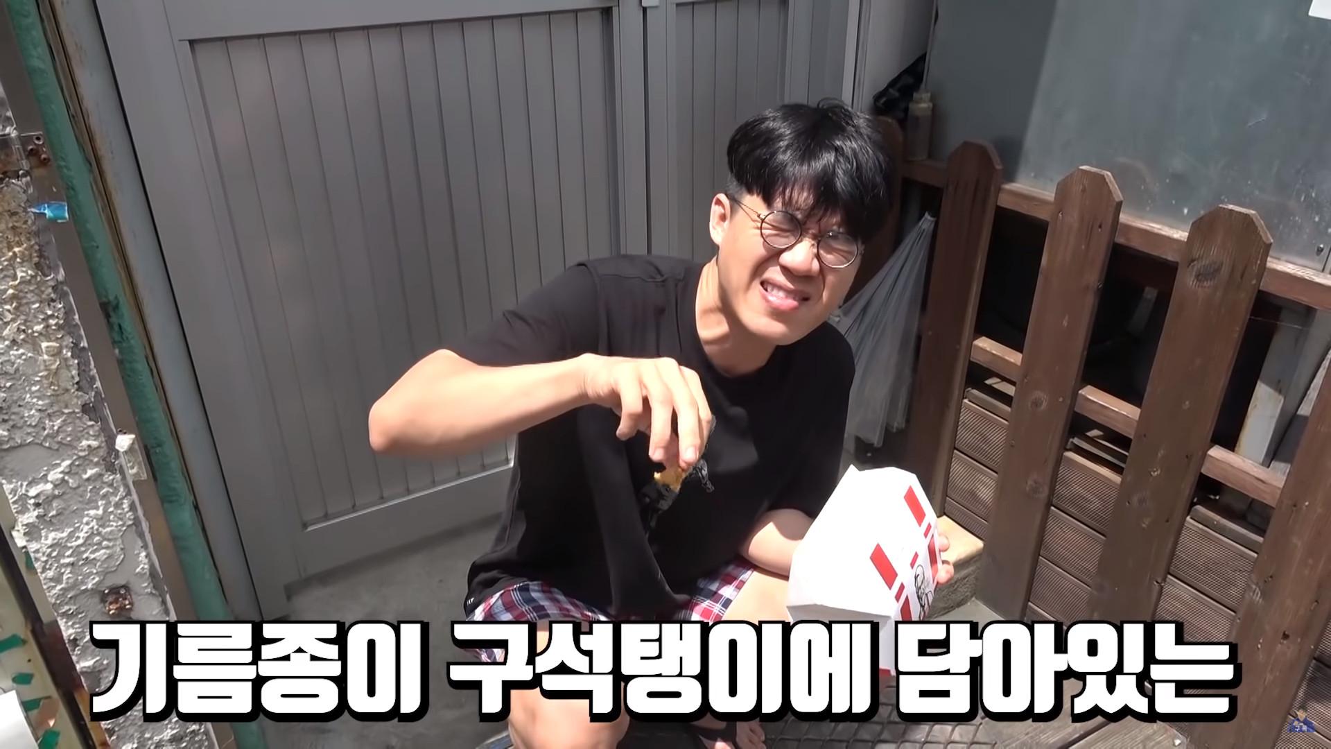 ▲▼南韓肯德基販售炸雞皮(圖/翻攝自Youtube@보겸 TV)