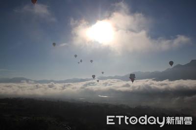 熱氣球嘉年華登場 鹿野高台26顆彩球齊飛