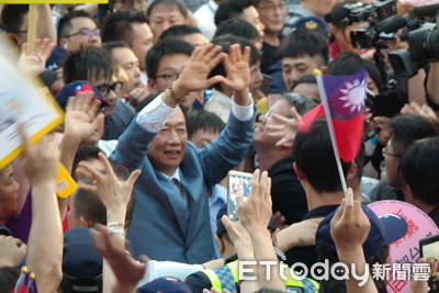 郭台銘園遊會湧進10萬人 激昂喊:我不會造勢,只會做事
