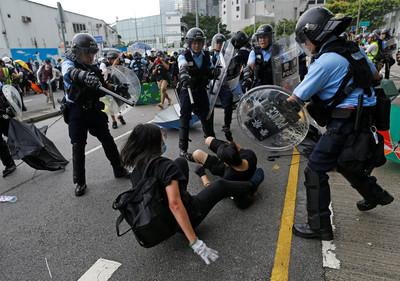 涉嫌破壞立法會!港警逮捕28名示威者