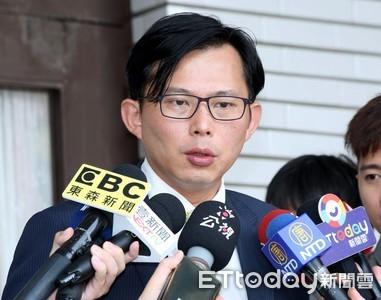 黃國昌踢爆國安局趁出訪友邦走私9200條免稅菸