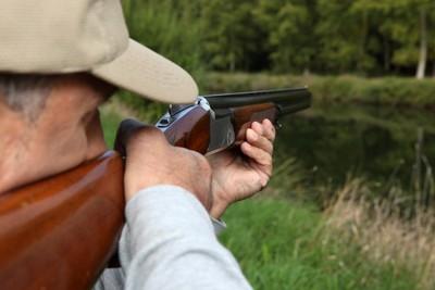 森林狩獵傳槍聲 驚見友人自轟下巴