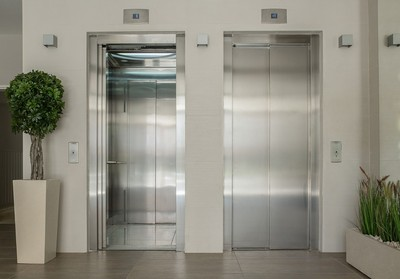 老人安靜下樓!她嚇:不敢搭電梯
