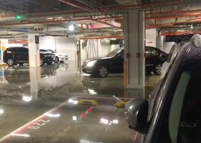 暴雨襲北市!地下室淹、人孔蓋彈