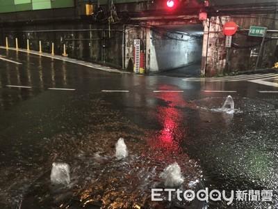 汐止暴雨釀積水 人孔蓋變噴泉