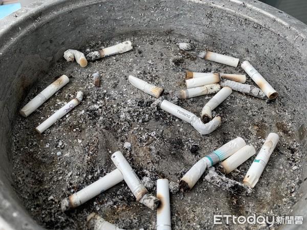 ▲▼菸蒂,菸灰缸,抽菸,二手菸,三手菸。(示意圖/ETtoday資料照)
